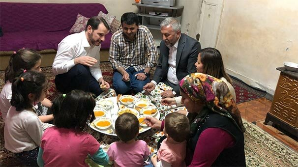 Bakan Albayrak'tan Kılıç ailesine iftar ziyareti