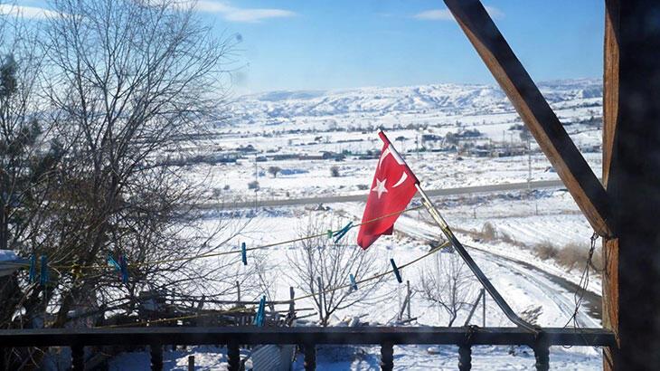 Bakan Ziya Selçuk'tan 'evde bayrak direği' paylaşımı
