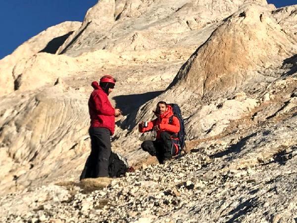 Demirkazık'ta yollarını kaybeden dağcılar kurtarıldı