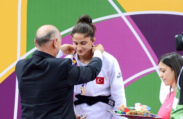 EYOF 2019'da milli judocu Özlem Yıldız altın madalya aldı