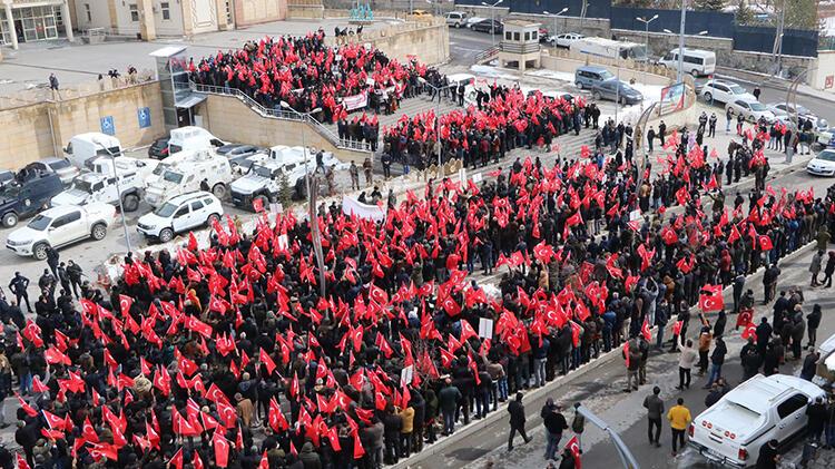 Hakkari, Gara'da 13 Türk vatandaşının şehit edilmesine tepki gösterdi