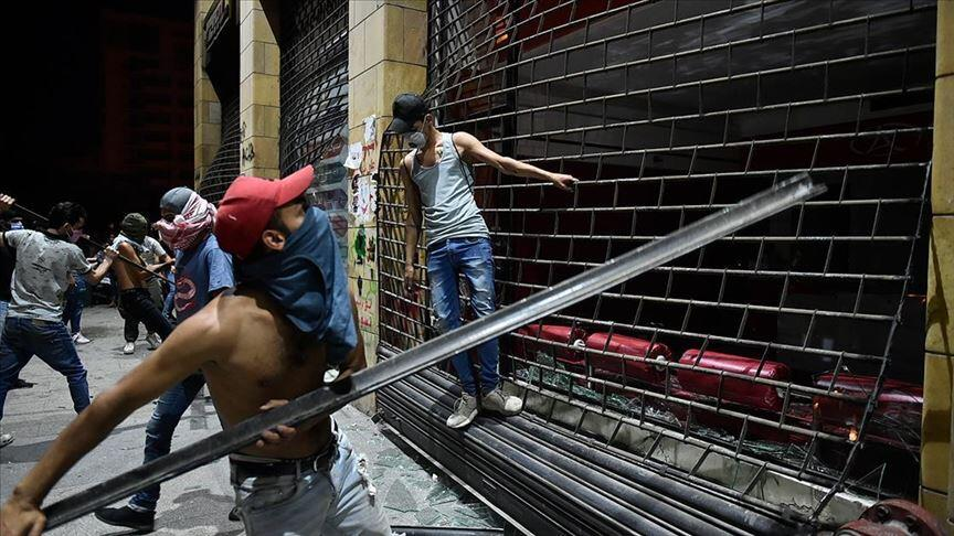 Lübnan'da sular durulmuyor! Ordu ve göstericiler arasında arbede...