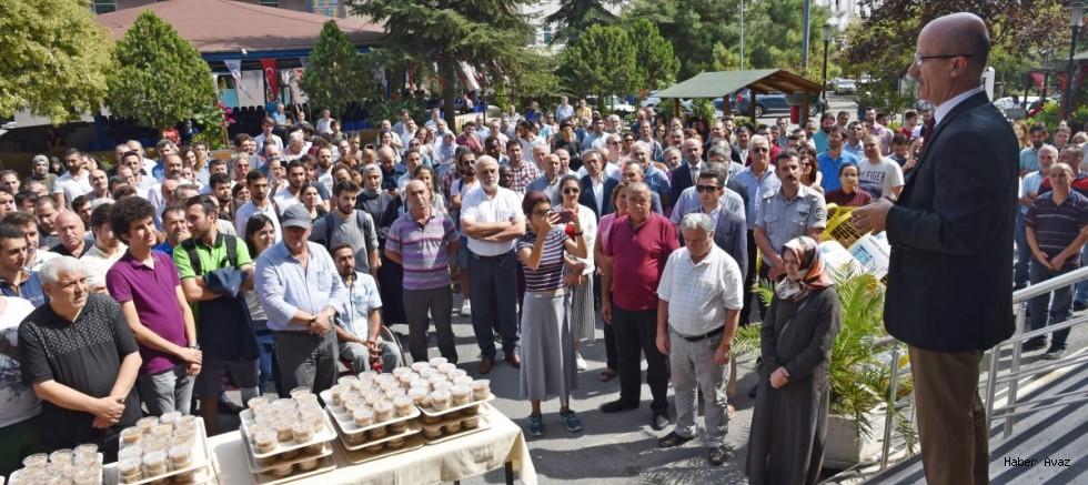 Marmara Üniversitesinde Rektör Eşliğinde Aşure Dağıtımı Yapıldı