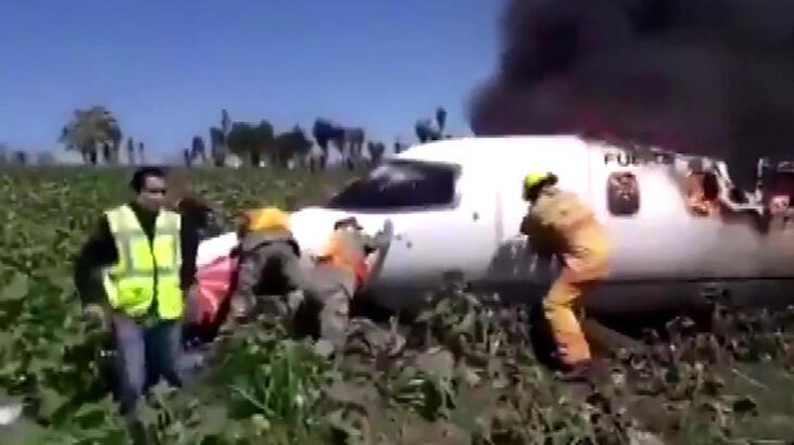 Meksika'da askeri uçak düştü