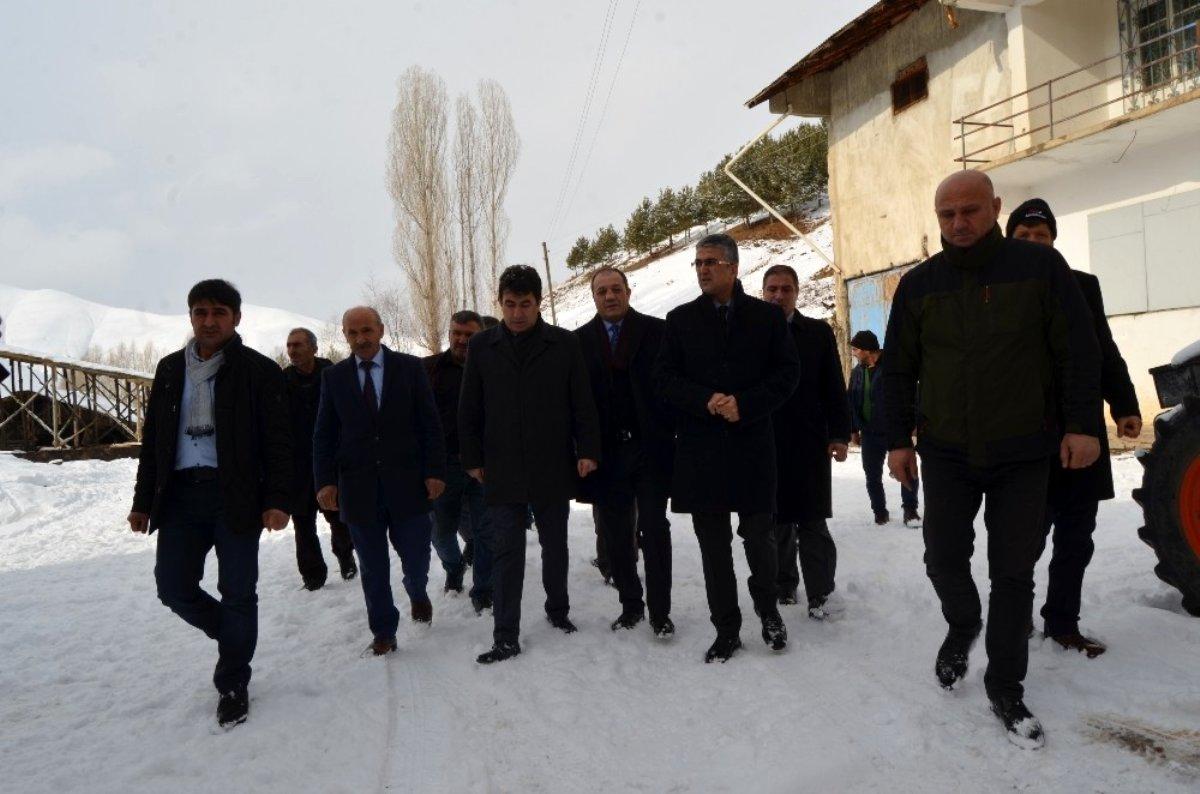 MHP İspir ve Aziziye ilçelerine çıkarma yaptı