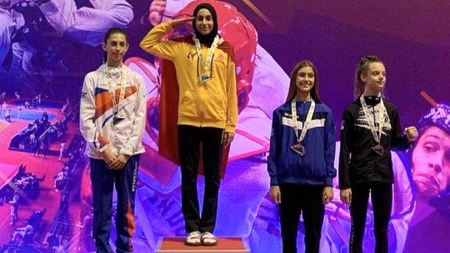 Milli tekvandocu Meryem İyin Sırbistan'da altın madalyasını 'asker selamı'yla aldı