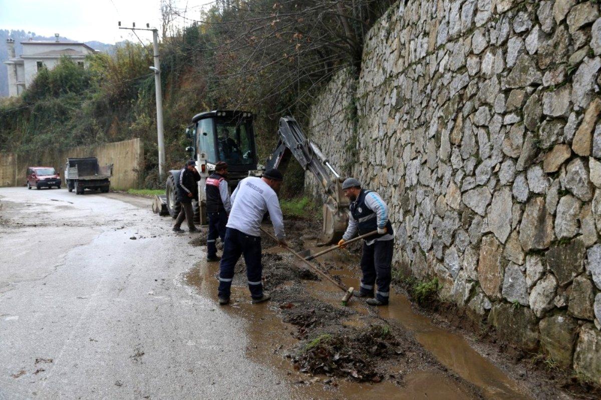 Sapanca'da yağmur suyu kanal çalışmalarına devam
