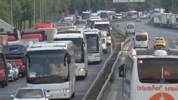 Tatil bitti! 15 Temmuz Şehitler Köprüsü'nde trafik kilit