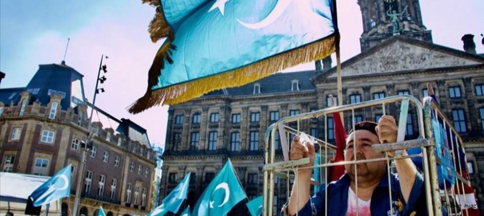 Uygur Türklerinden Hollanda'da Çin zulmüne tepki
